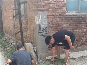 无极县各单位烈日下清扫街头小区卫生