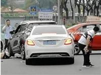 麻城建设路路口查酒驾,一宝马男拒不配合民警检查强行冲卡,被依法处罚!
