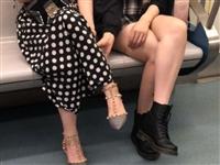 大街上看到有些**姐大夏天还穿个靴子,真的不热吗?不捂脚吗?