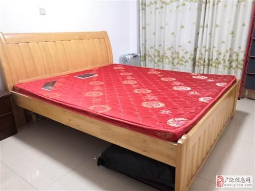 便宜出售1.8*2米实木床,九成新,需要上门自提。