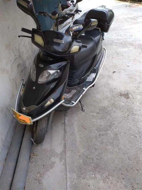 踏板125摩托车出