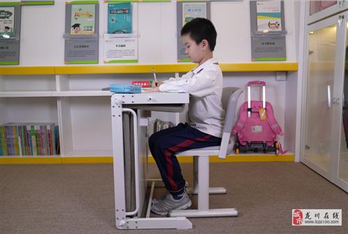 出售學校單人課桌椅,課桌可變床