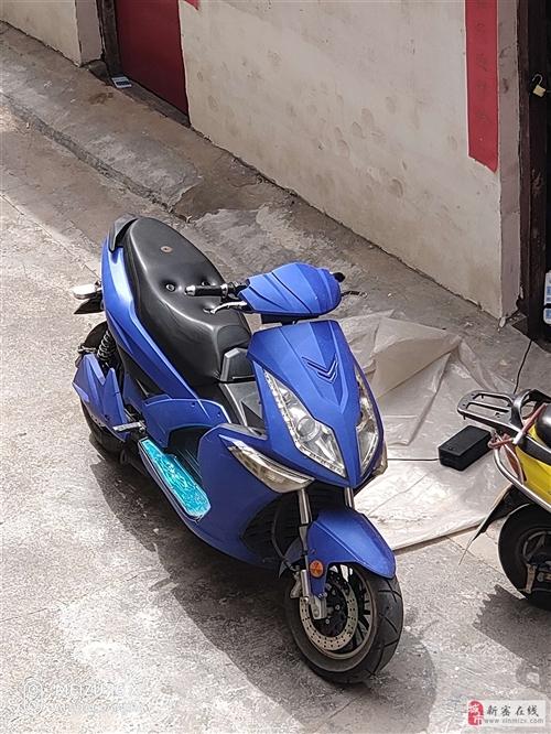 镖骑蓝色的,外观看着非常不错。17年车