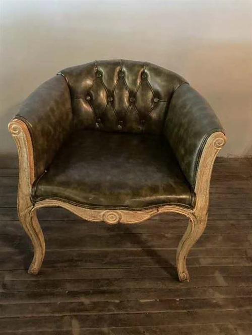 店内升级,有几个这样的椅子和其他物品出售