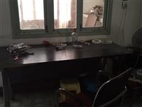 家里有几个多的桌子椅子!要的直接拿走!!