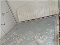 1.8米高箱实木床及软硬不同的双面床垫,两个床头柜
