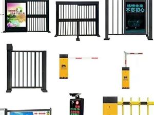 安装小区出入口人行门、广告平移门、广告道闸