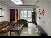 海天丽景二楼,精装三室,带车储,123平90万,可按揭