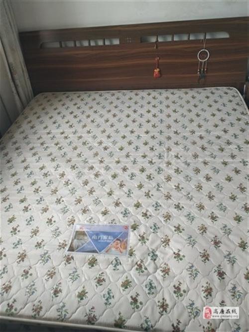 席梦思床含床垫,赠送床头柜两个