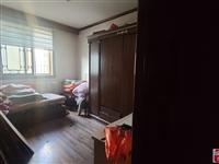 地铁口学区房精装修三室两厅一卫,128平55万