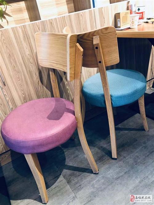 彩色靠背椅
