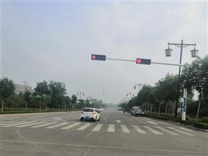 合力包�b附近,益王府南路�c青�X街交叉�t�G�艨�,�常��有私家��J�t��,威�{人民的生命安全交通事故�l繁,