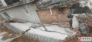 大家都看一下我家的房子,好好的房被明瑞丽景的院墙砸成危房了