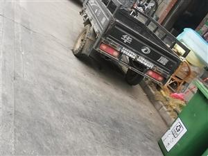 电动车.三轮车霸占机动车停车位,搞的大家没地方停车,望有关部门共同监管!