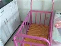 嬰兒床,八成新。