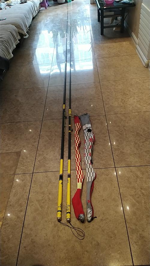 溏河湾**长支4.5米和5.7米长新钓竿各一支,带钩、线、坠和竿套全套的,到手即用,半价出售,包您满...