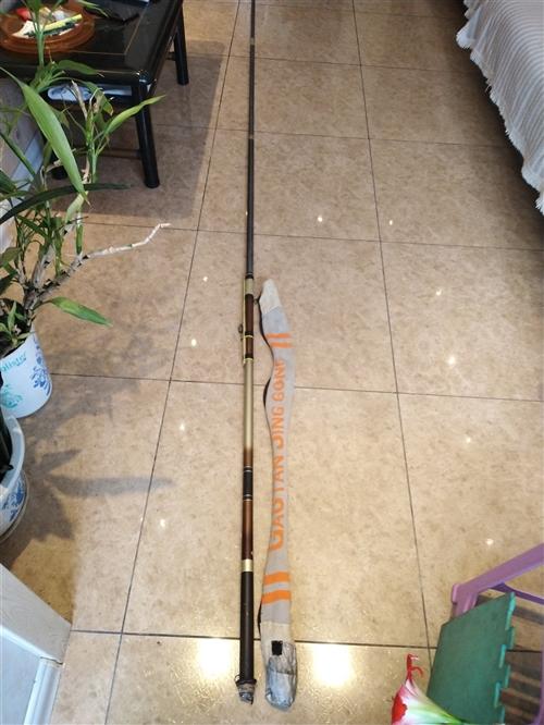 一统江湖**长支,6.3米、7.2米和8.l米长钓竿各一支,硬调、九成新,带钩、线、坠和竿套,低价处...