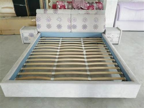 布床,九成新,送席夢思床墊,沒有床頭柜!