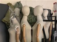 服装店升级装修,低价处理**货架、模特,收银台