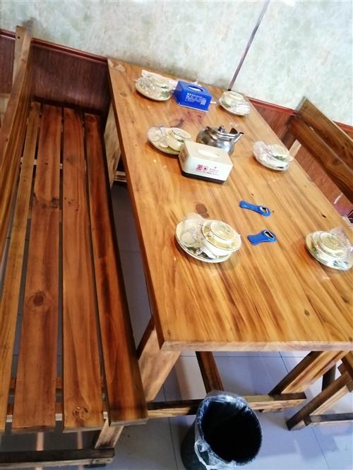 处理餐桌,没怎么用,9成新,130/80,160/80。共8套!价格从优!需要的联系~