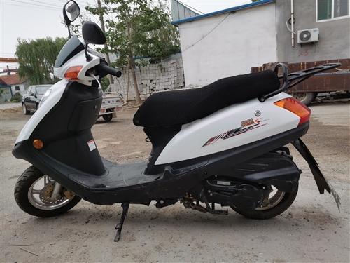 豪爵小福星,2018年3月買的,跑了四千一百多公里,九成新,車況良好,聯系時請說明在青州在線看到的