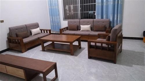 **庫存一套實木沙發(儲物款)茶幾電視柜,原價6800.現特價處理3680.有需要的聯系我13782...