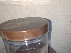 由于库房房租到期,现将保鲜盒,面包切片机,消毒柜,展柜低价处理,联系电话,15352177388 ...