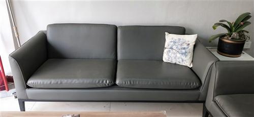 房租到期,低价转让沙发一套