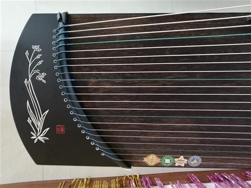 古筝99成新,没弹几次,音色佳,便携,适合成人、儿童弹奏、演出等,赠送筝架、谱台、筝包,(赠送物品价...