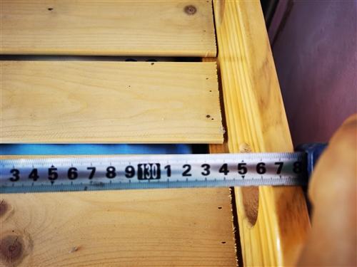 十張**幼兒園專用純松木小床,尺寸圖中標注,低價出售90一張!另有**幼兒園床上用品九套(被子,褥子...