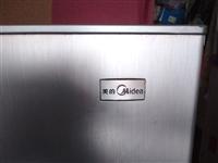闲置美的冰箱189升,两扇门的价格优惠,有需要的电话联系。