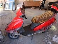 摩托車出售。哪兒都好使,就是電瓶不行了,200元不講
