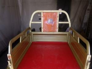 金彭电动三轮车出售,九成新,车车保养到位,车厢长140厘米,宽100厘米,总长2800厘米左右。喜欢...