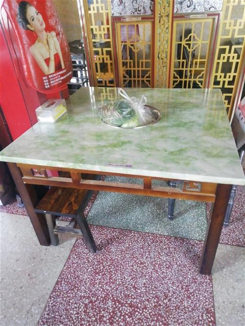 四方四正的一张大理石火锅桌子带电磁炉。九成新,无处放。处理