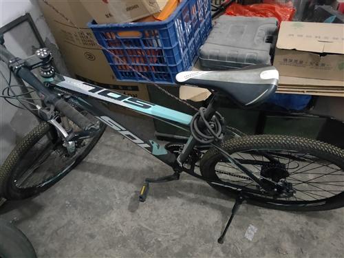 本人有一輛自用自行車,八成新,買回來就冬天騎了幾次,長期置于地下室,現搬房,著急低價處理,有需要電話...