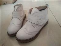 清仓处理一批上海童皮鞋,26一36码号,凉鞋款,春秋款,冬季棉鞋款。有意者可来看货洽谈。158630...