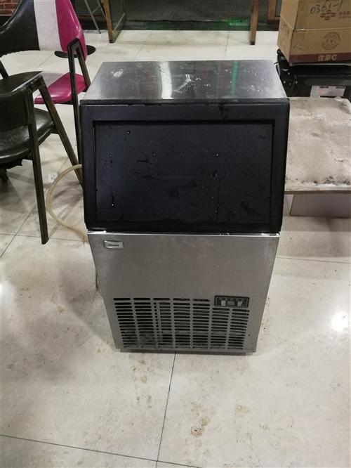 因本店转让,现低价处理展示柜和制冰机和一些桌椅,都是七成新,望有意者联系!价格超低。