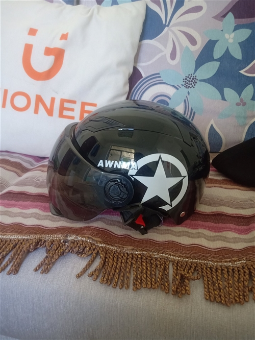 新買的頭盔,沒戴過,電動車不騎了,用不上了