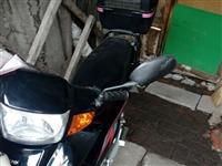 豪爵摩托车手续齐金,九成新,公里830,预售3000元,见车议价。