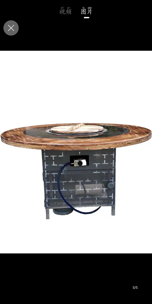 两张大桌子1.6米,带转盘,接液化气罐就可以使用了,一共有两台,当时1700一台买的,每张桌子可以容...