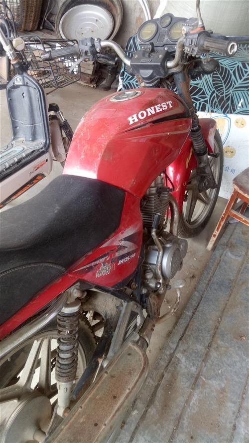 這是本人騎了幾年的125摩托車,特別省油,由于本人歲數大了孩子們不讓騎了,現在想買了,有需要的朋友請...