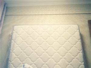 本人有一张两米х1米8宽非常舒适的席梦思床垫,厚度25公分,超大一张,完好无损因为我才用了3个月哦。...