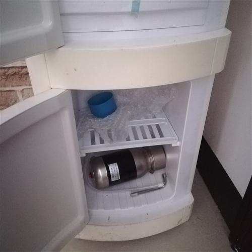 转让一台闲置饮水机,买回来基本上很少用,有八九成新,市场价要三四百块,现在只要180块,有意者联系