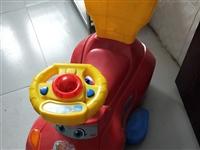 **,出过一次街!把手和轮胎都是钢的,不是网上塑料那种!买的时候原价200,现100元出!只支持自提...