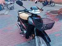 九成新摩托車,出售。證件齊全,年檢已檢完,新買的沒怎么騎,現低價出售!