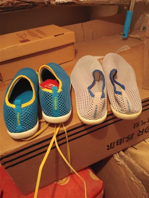 擺攤鞋**有鞋盒,號碼不全,現全部便宜處理