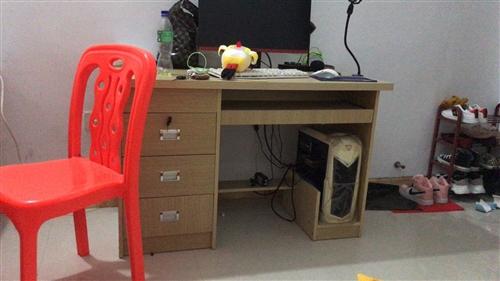 电脑桌,搬走了不方便带走,去年买的特别新