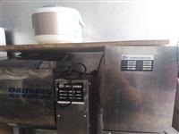 在家闲着没用,出售,压面揉面两用机,和面机,煤气蒸炉不要电的,电话18855164946