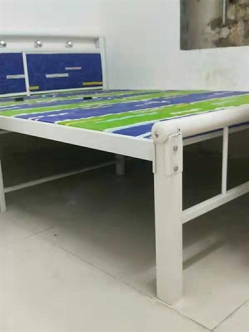 去年十月为陪读新买的双人铁床和学习桌,现低价处理,有意者与13195908074联系