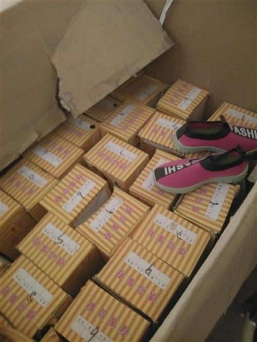有的號碼不全,款式不好看的**鞋幾百雙全部便宜處理白菜價,有要的老板聯系我。